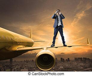 地位, 双眼鏡, 使用, ビジネス, スパイ行為, 上, コマーシャル, 機能, 競争, 作戦, レンズ, 秘密, 飛行機, 翼, 人