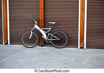 地位, 壁, 自転車