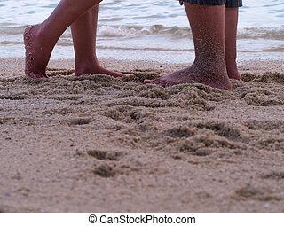 地位, 夏, 浜。, 愛, 足, 恋人, love., の上, フィート, 女性, の間, 日付, 終わり, マレ, 砂