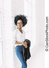 地位, 女性ビジネス, 大きい, ガラス, 若い, ジャケット, 窓, 保有物, african american