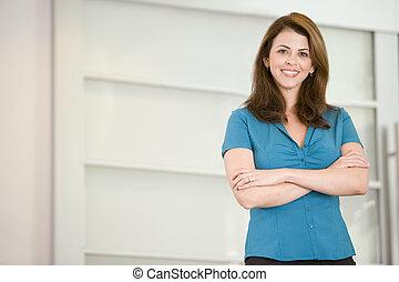 地位, 女性実業家, 微笑, 屋内