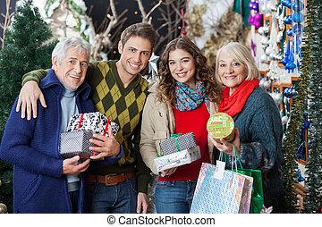 地位, 家族, 一緒に, クリスマス, 店, 幸せ