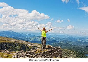 地位, 山, 上げられた, 女, 手, ピークに達しなさい, 岩, 幸せ