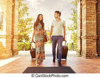 地位, 廊下, スーツケース, 恋人, ホテル, に, 若い見ること, 到着, 保有物, 部屋