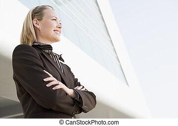 地位, 建物, 微笑, 屋外で, 女性実業家