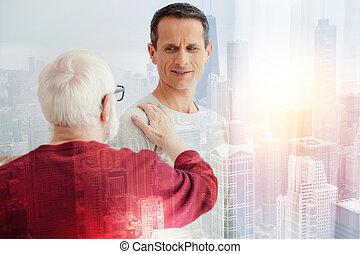 地位, 彼の, 父, 若い見ること, 間, 年を取った, 注意深く, 彼, 人