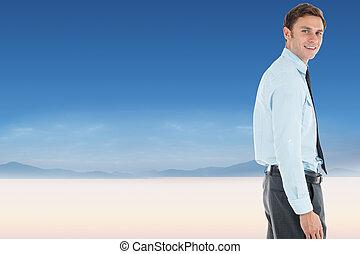 地位, 手, 落ち着いた, 風景, ポケット, ビジネスマン, に対して, 幸せ