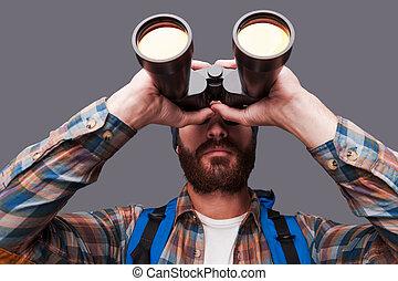 地位, 探検, あごひげを生やしている, places., バックパック, 若い, に対して, 灰色, 見る, 確信した, 間, 届く, によって, 背景, 新しい, 双眼鏡, 人