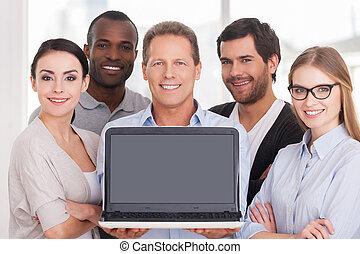 地位, 提示, グループ, モニター, ビジネス 人々, ラップトップ, 間, 朗らかである, team., 他, ...