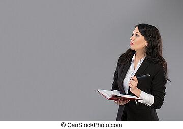 地位, 灰色, 女, コピー, 哀愁を秘めた, 彼女, 上に, メモ用紙, 若い, space., 執筆, ビジネス, ペン, クリップボード, スタジオ, 背景, 終わり, 女の子, chin., 女性, thoughtful.