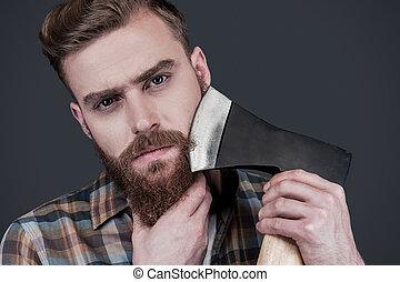 地位, 肩, あごひげを生やしている, axe., 大きい, 届く, 若い, に対して, 灰色, 見る, 確信した, 間, カメラ, 背景, おの, 人, ひげそり
