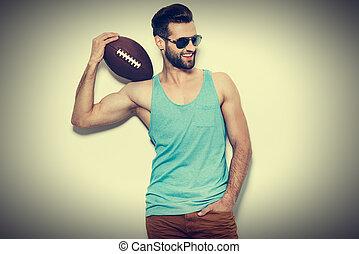 地位, 肩, ボール, サングラス, アメリカン・フットボール, 若い, に対して, 確信した, 間, 届く, 背景, 準備ができた, play., 微笑の人, 白, ハンサム