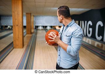 地位, 車線, ボーリング競技者, マレ, ボール, ポーズを取る