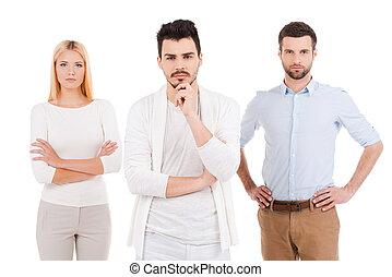 地位, professionals., 人々, 3, に対して, 若い見ること, 確信した, 間, カメラ, ウエア, 背景, 白, 偶然, 痛みなさい