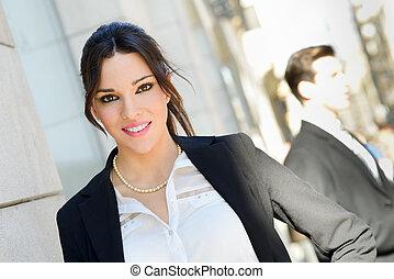 地位, working., 女性実業家, 会社, 外, 魅力的, 肖像画, 恋人, 建物。
