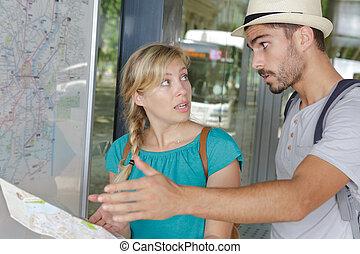 地図, について, 恋人, 観光客, 論じる, 怒る