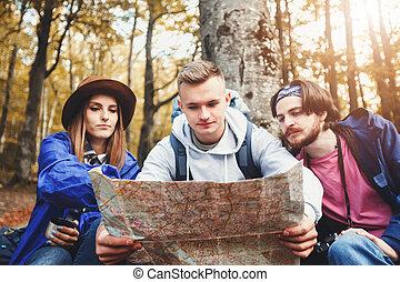 地図, グループ, のまわり, 若い, 木, 読書, 観光客