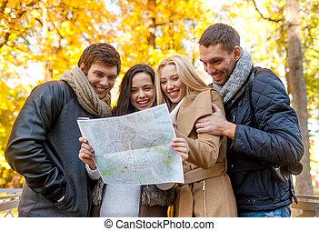 地図, 友人, グループ, 屋外で