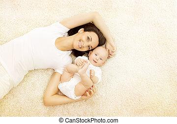 地毯, 妇女肖像, 家庭, 妈妈, 妈妈, 孩子, 白色, 开心, 衣服, 婴儿, 躺, 孩子
