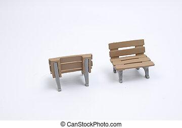 地面, 白, おもちゃ, 後部座席