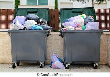 垃圾, 垃圾, 充分, 容器, 在, 街道