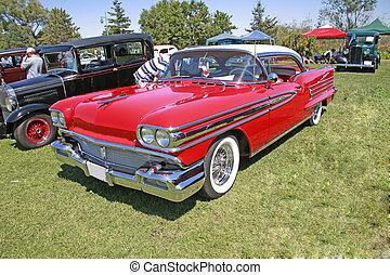 型, 赤い自動車