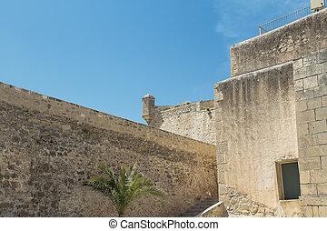 城墙, 同时,, 岗哨盒子