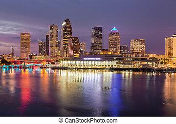城市地平線, ......的, tampa, 佛羅里達, 在, 傍晚