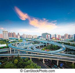 城市, 相互交換, 天橋, 在, 黃昏