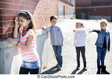 基本, いじめ, 年齢, schoolyard