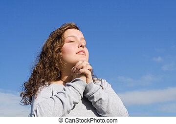 基督教徒, 孩子, 祈禱, a, 禱告, 在戶外, 在, 聖經, 營房