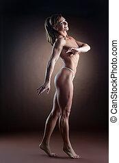 堅強的婦女, 身体建造者, 步行, 邊