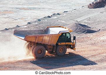 堆存處卡車, 在, a, 石頭, 采石場