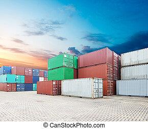 堆, ......的, 貨物容器, 在, the, 船塢
