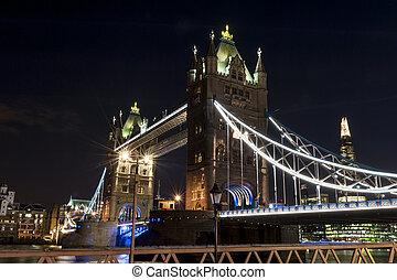 塔桥梁, 在以前, 夜晚