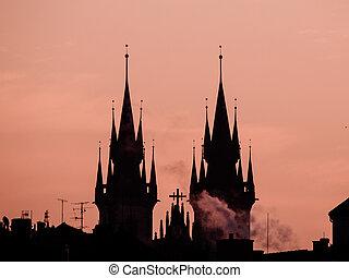 塔, ......的, tyn 教堂, 黑色半面畫像, 在, 早晨, 布拉格