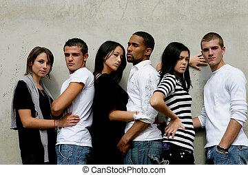 壁, 最新流行である, 集まった, 若い人々