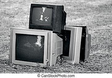 壊される, テレビ