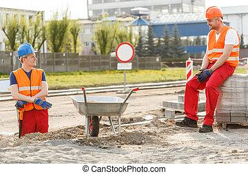 壊れなさい, 労働者, 建設, 持つこと