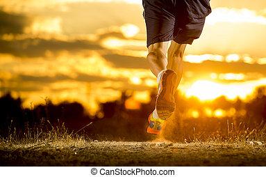 夏の スポーツ, 離れて, 健康, 足, 若い, 動くこと, 道, 驚かせること, 日没, ライフスタイル, 強い男