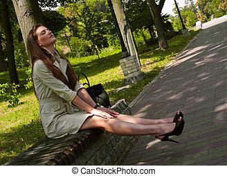 夏天, 妇女, city., 放松, 公园, 年轻, 长凳, 热, 正午