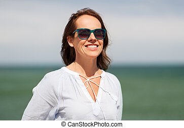夏, 女, サングラス, 微笑, 浜, 幸せ