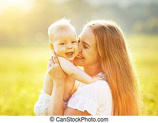 夏, 家族, 自然, 抱き合う, 接吻, 母, 赤ん坊, 幸せ