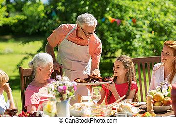 夏, 庭, 家族, 食事を, バーベキュー, ∥あるいは∥