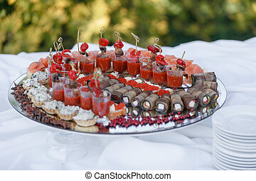 夏, 概念, なす, outdoor., ビュッフェ, ケータリング, 味が良い, おいしい, パーティー, tomato., テーブル。, 回転する, canapes