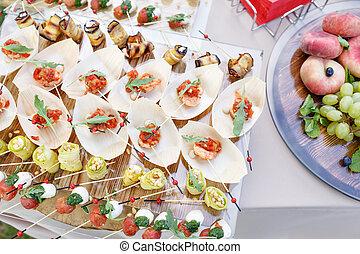 夏, 概念, 上, ビュッフェ, ケータリング, 味が良い, パーティー, テーブル。, outdoor., 光景