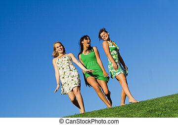 夏, 歩くこと, 草, グループ, 女の子