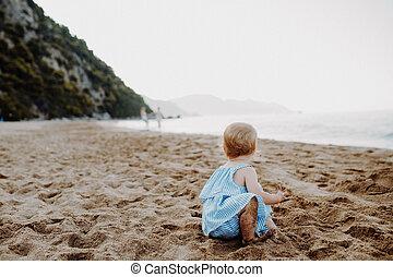夏, 砂, holiday., 小さい, 女の子, よちよち歩きの子, 浜, 遊び