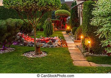 夕方, ランプ, 庭, 照らされた