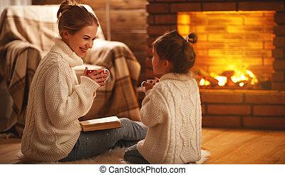夕方, 冬, 家族, 母, 本, 子供, 読書, 暖炉